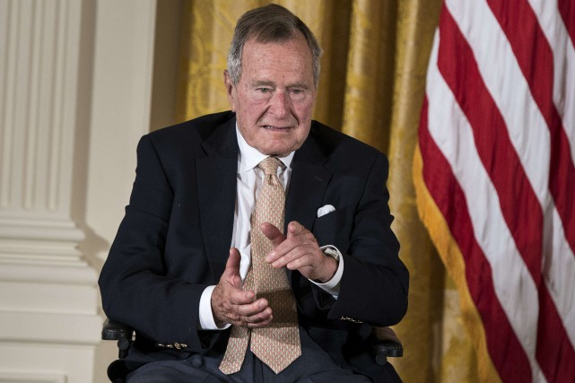 George H.W. Bush est le plus âgé des quatre... (PHOTO ARCHIVES AFP)