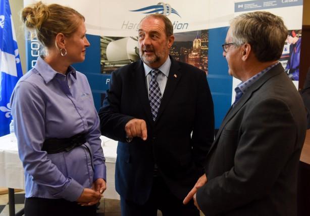Le ministre Denis Lebel est venu annoncer un... (Photo: FRANÇOIS GERVAIS)