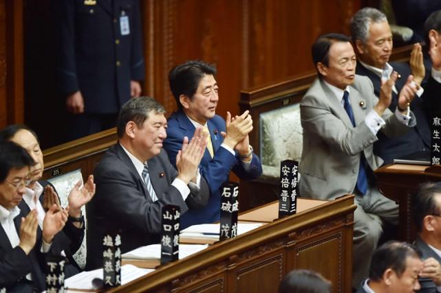 Après une série de discours enflammés de députés,... (PHOTO KAZUHIRO NOGI, AFP)
