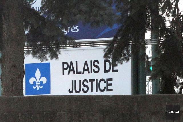 Le père du bambin retrouvé inconscient mercredi midi, à Thurso, est maintenant... (PHOTO ARCHIVES LEDROIT)