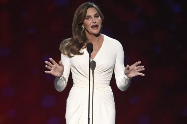 Caitlyn Jenner, 65 ans, reçoit le prix du... (PHOTO AP)