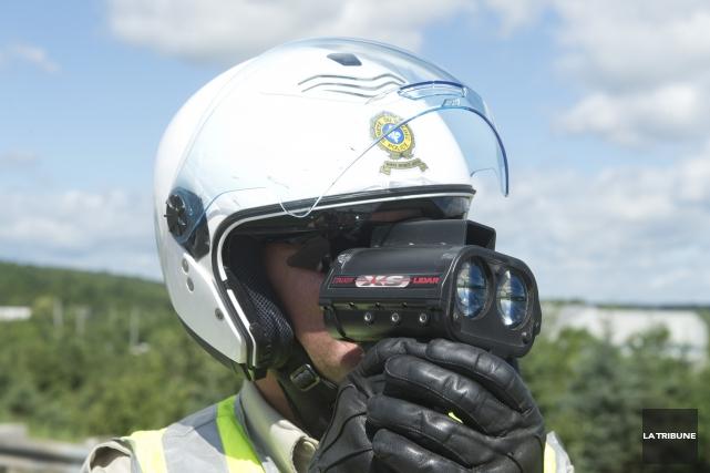 À l'approche des vacances de la construction, les policiers de la Sûreté du... (Archives La Tribune, Julien Chamberland)