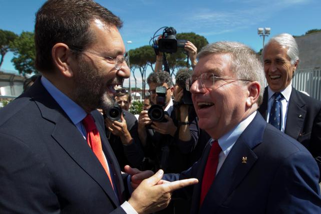 Le maire Ignazio Marino, ainsi que le président... (PHOTO AP)