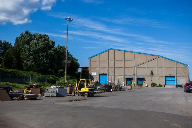 Le hangar numéro 1 du parc Portuaire de... (PHOTO: OLIVIER CROTEAU)