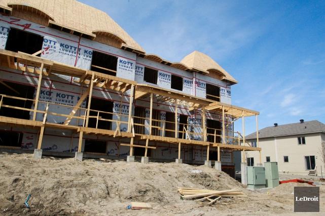 L'entreprise Brigil soutient qu'elle érigera 12000 unités d'habitation... (Patrick Woodbury, archives LeDroit)