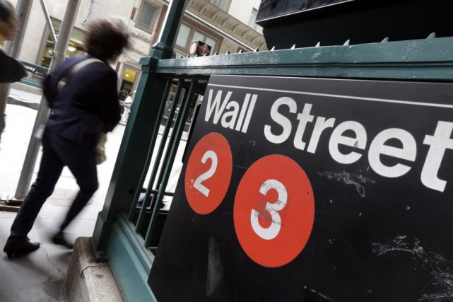 Wall Street a un peu progressé vendredi en dépit de résultats d'entreprises et... (PHOTO RICHARD DREW, ARCHIVES AP)