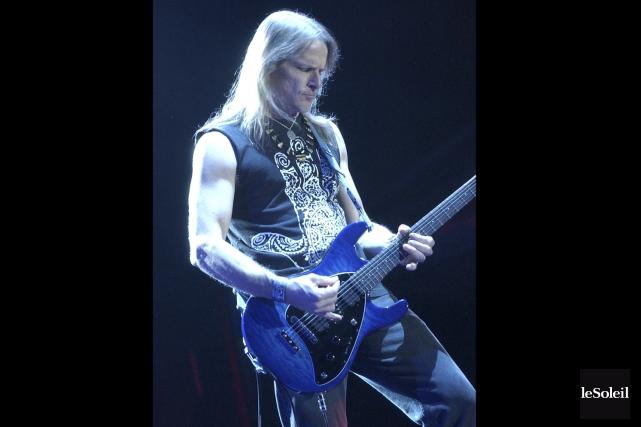 Le guitariste Steve Morse, en 2004, lors du... (Photothèque Le Soleil, Jean-Marie Villeneuve)