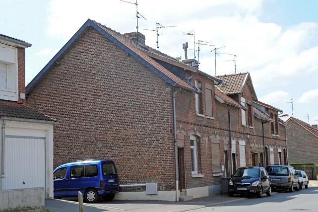 La maison d'un des suspects arrêtés par la... (PHOTO FRANCOIS LO PRESTI, AFP)