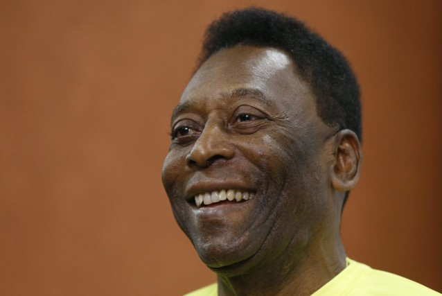 Pelé... (PHOTO KIRSTY WIGGLESWORTH, ARCHIVES AP)