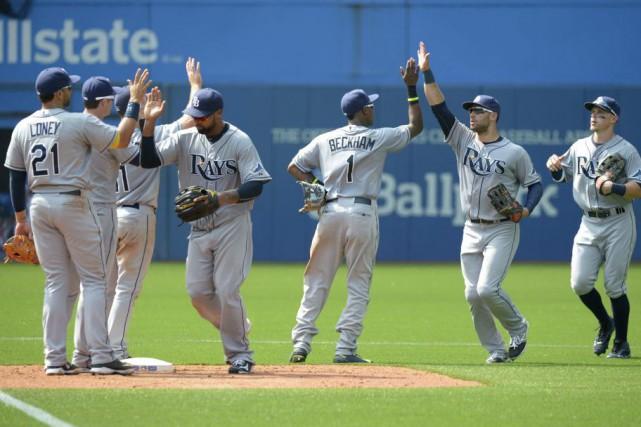 Les joueurs des Rays célèbrent à la fin... (PHOTO JON BLACKER, PC)