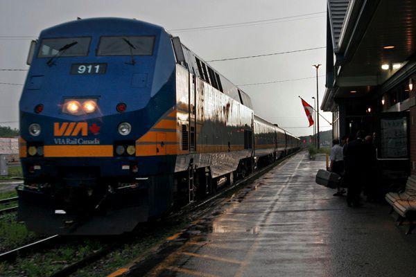 Le service ferrovaire de VIA Rail en direction de Toronto a été suspendu samedi. (Archives, LeDroit)