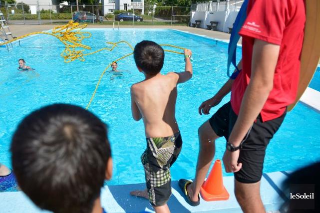 La Brigade Splash se trouvait à la piscine... (Le Soleil, Yan Doublet)