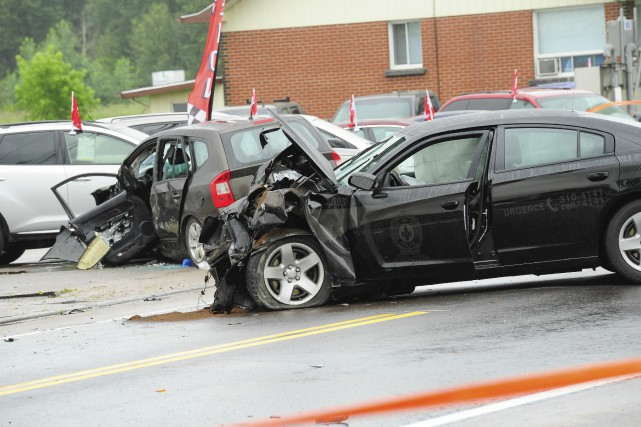 La collision s'est produite sur la rue de... (Photo Gimmy Desbiens, Le Progrès-Dimanche)