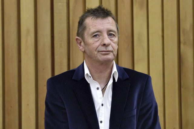 Phil Rudd attendant sa sentence devant le tribunal... (PHOTO ARCHIVES AFP)