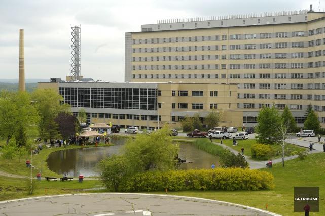 Le budget du Centre hospitalier universitaire de Sherbrooke... (Archives, La Tribune)