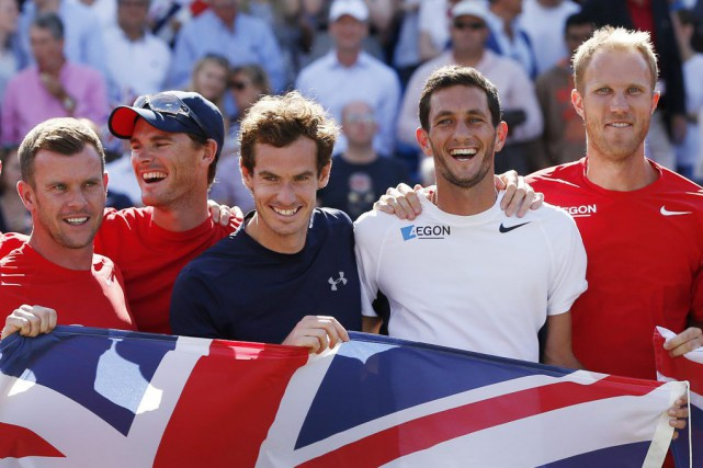 De gauche à droite: le capitaine Leon Smith, Jamie Murray, Andy... (PHOTO ANDREW BOYERS, REUTERS)