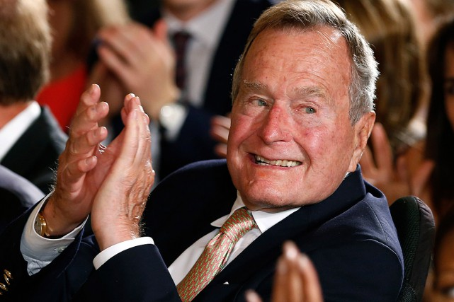 L'ancien président George H. W. Bush, photographié en... (Photo Kevin Lamarque, Reuters)