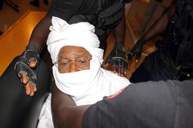Le président tchadien déchu, 72 ans, en boubou... (PHOTO SOPHIANE BENGELOUN, ARCHIVES AP)