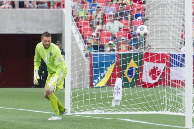 Kristian Nicht regarde le ballon passer lors du... (Martin Roy, LeDroit)