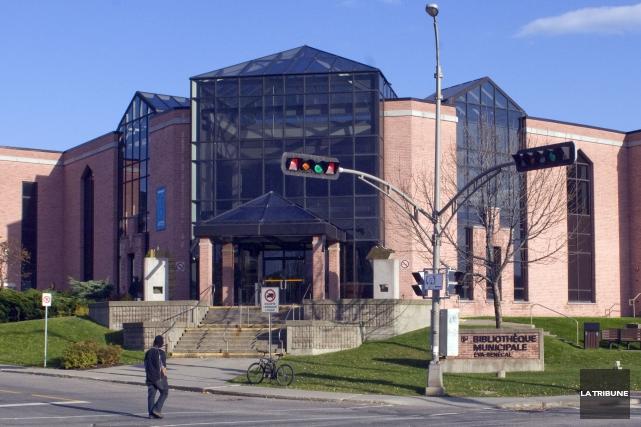 Un bris du système électrique force la fermeture de la bibliothèque municipale... (Archives La Tribune)