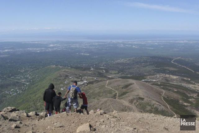Le sommet du mont Flattop offre une vue... (PHOTO MARIE TISON, LA PRESSE)