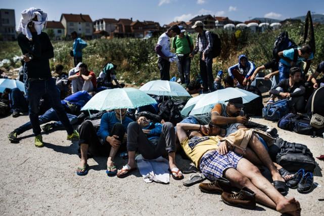 Le 2 juillet dernier, des immigrants serbes qui... (Photo DIMITAR DILKOFF, archives AFP)