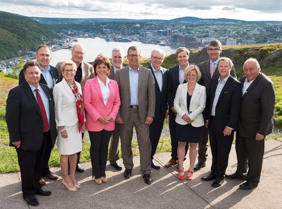 Les premiers ministres des 10 provinces ainsi que... (PHOTOANDREW VAUGHAN, LA PRESSE CANADIENNE)
