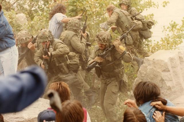 L'auteur rend hommage aux militaires canadiens qui, «malgré... (PHOTO DENIS COURVILLE, ARCHIVES LA PRESSE)