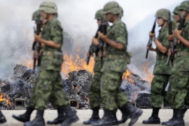 Les militaires mexicains sont régulièrement mis en accusation... (Photo archives Reuters)