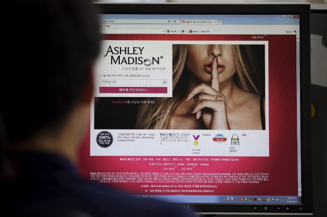 Le site de rencontres Ashley Madison est destiné... (Photo AP, Lee Jin-man)
