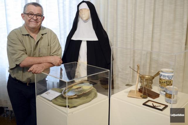 Le responsable des expositions du monastère des Augustines... ((Photo Le Quotidien, Jeannot Lévesque))