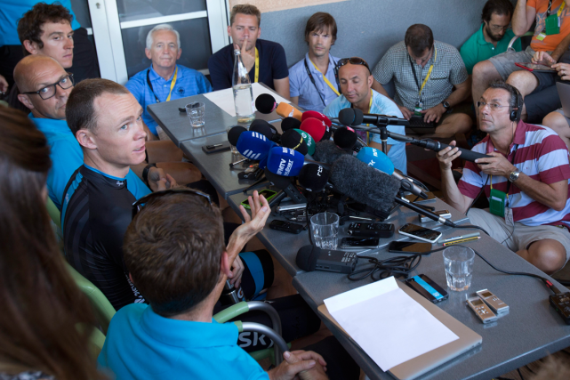 Le détenteur du maillot jaune Chris Froome a... (Photo Peter Dejong, AP)
