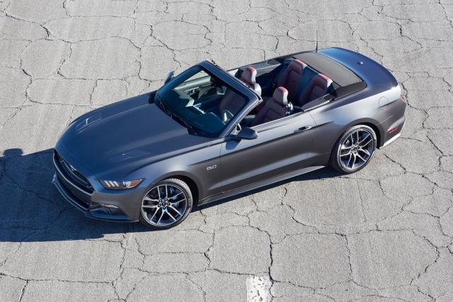 Ford souhaite mettre en vente une Mustang décapotable... (Photo fournie par Ford)