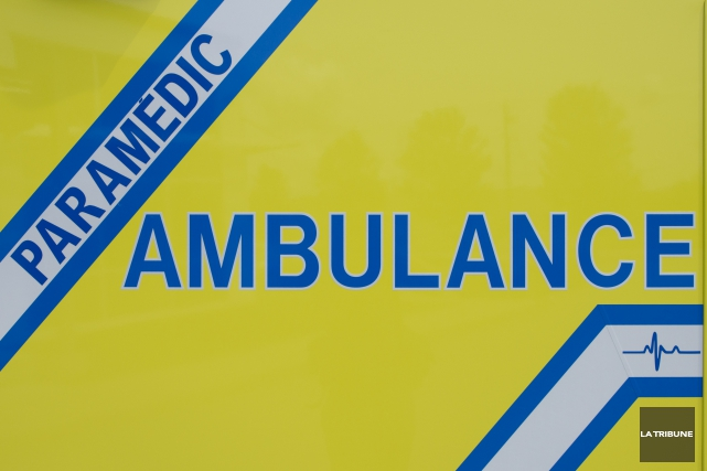 Une collision entre une motocyclette et une camionnette a fait deux blessés... (Imacom, Julien Chamberland)