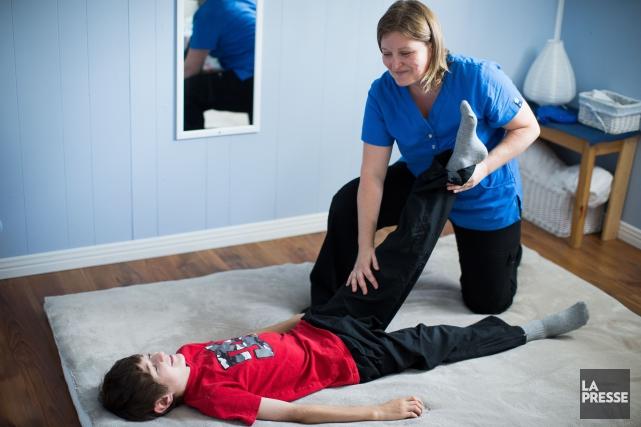 Mélissa Boulanger est devenue massothérapeute spécialisée en massage... (PHOTO OLIVIER PONTBRIAND, LA PRESSE)