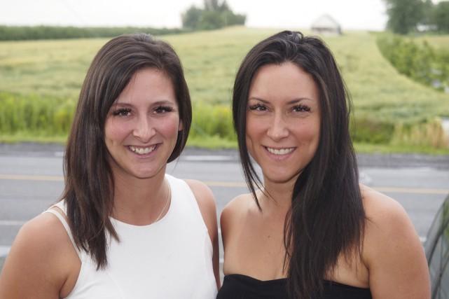 Marie-Jo Morier (à droite) et sa soeur Stéphanie... (photo Alain Dion)