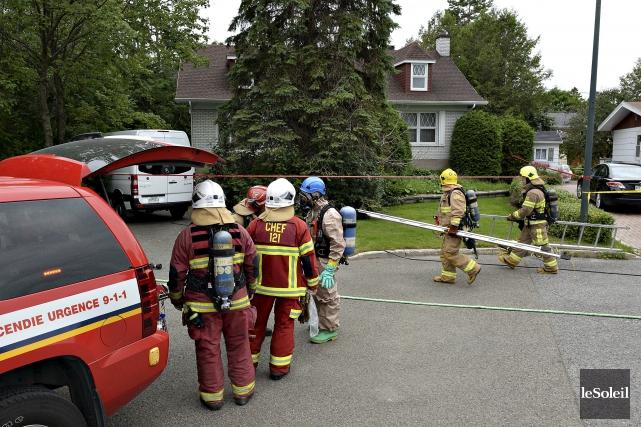 Le Service des incendies est débarqué en début... (Le Soleil, Patrice Laroche)