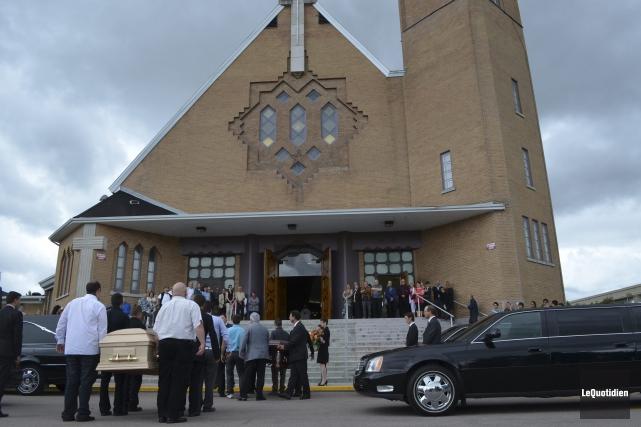 Il y avait beaucoup d'émotion dans l'église Sainte-Thérèse... ((Photo Le Quotidien Louis Potvin))