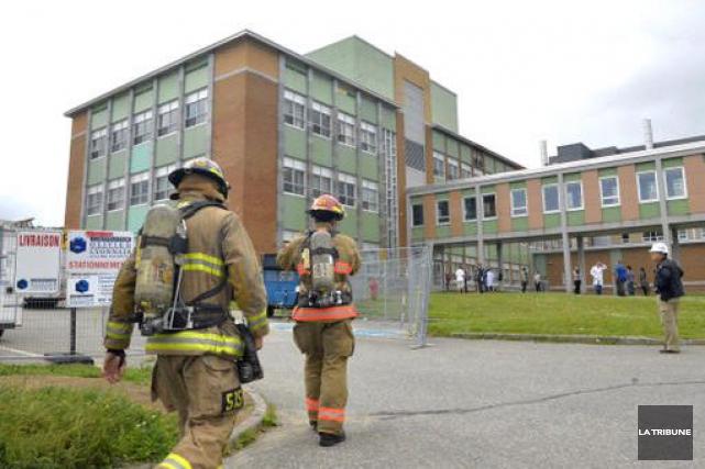 Les pompiers sont intervenus, jeudi matin, au département de chimie de... (Imacom, Maxime Picard)