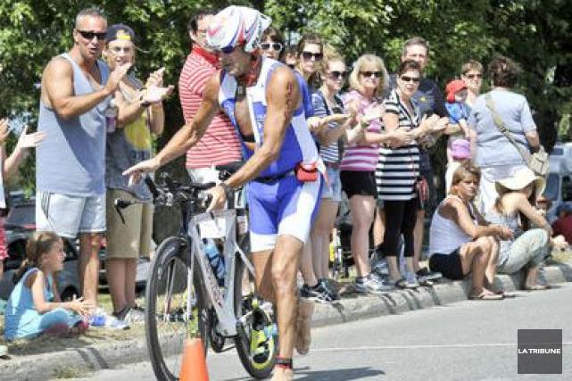 Le triathlon Trimemphré a lieu en fin de... (Archives La Tribune)