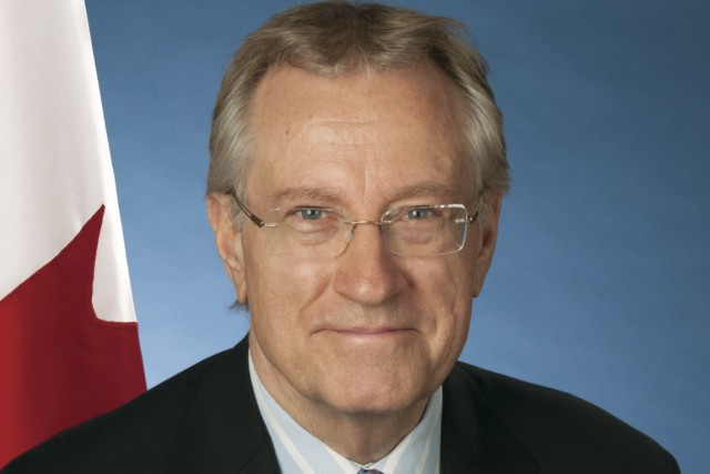 Art Eggleton est un sénateur canadien et un...