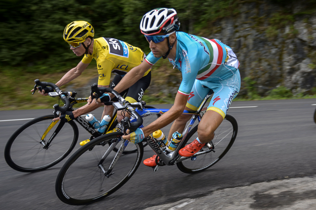 Chris Froome et Vincenzo Nibali... (Photo Lionel Bonaventure, AFP)