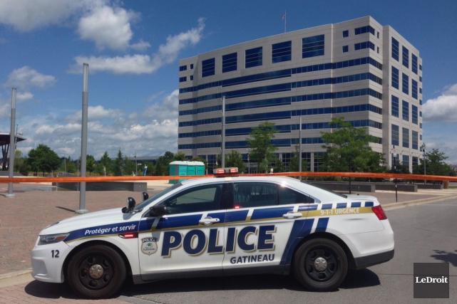 Le centre administratif de Bibliothèque et Archives Canada à Gatineau a dû être... (Patrick Woodbury, LeDroit)