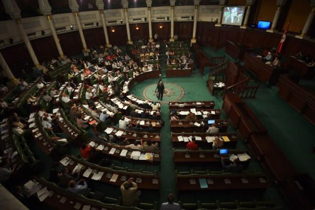 Le texte a été adopté après trois jours... (PHOTO FETHI BELAID, AFP)
