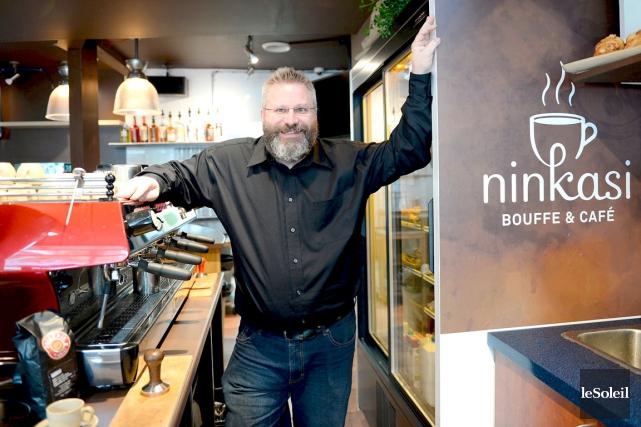 Le copropriétaire du café de La Ninkasi, Mathieu... (Le Soleil, Erick Labbé)