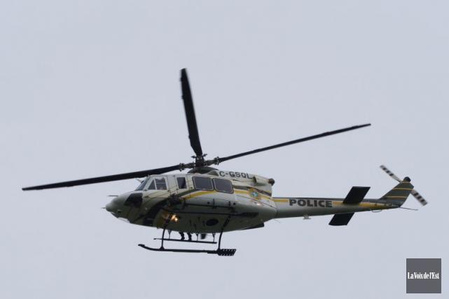 Un hélicoptère de la SQ a survolé le... (Photo archives La Voix de l'Est)