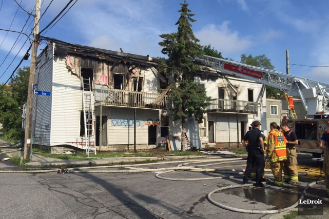 Les pompiers de Gatineau ont combattu un violent... (Martin Roy, LeDroit)