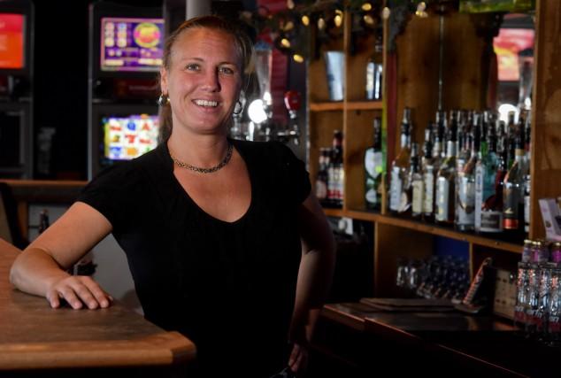 La propriétaire du Pub l'Alibi, Brigitte Grondin.... (photo: François Gervais)