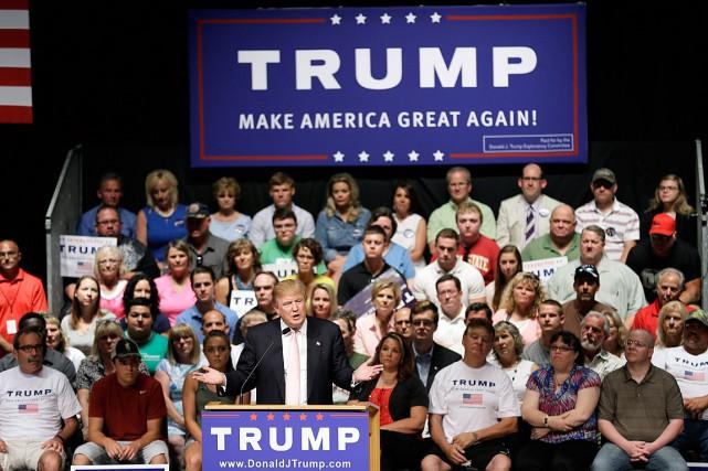 Donald Trump s'en prend à ses concurrents de... (Photo Charlie Neibergall, AP)