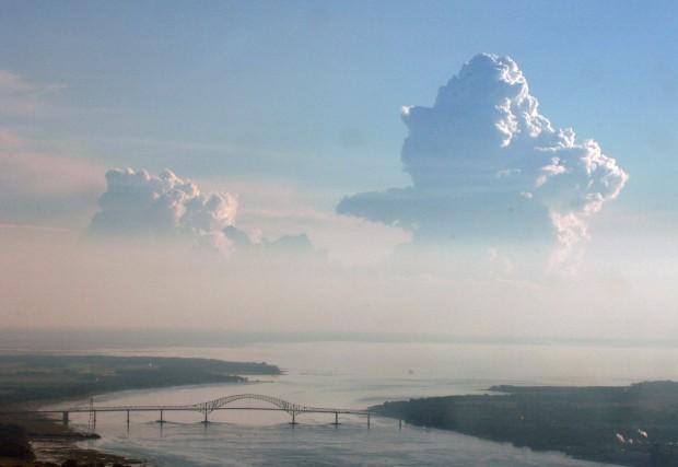 Environnement Canada a levé à 16h15 dimanche l'alerte de grêle sur plusieurs... (Photo: Sylvain Mayer)